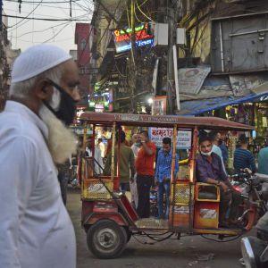 """У столиці Індії """"дуже-дуже повільно"""" послаблюють локдаун: деталі"""