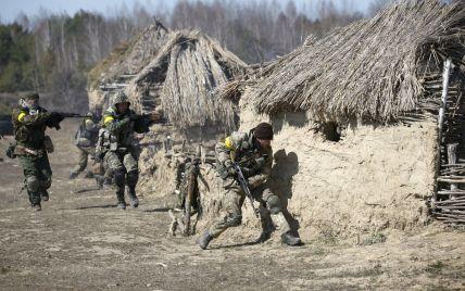 В Крымском до поздней ночи продолжались боевые действия: ранены 4 бойцов АТО