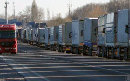 У Києві через спеку знову заборонили в'їзд вантажівок