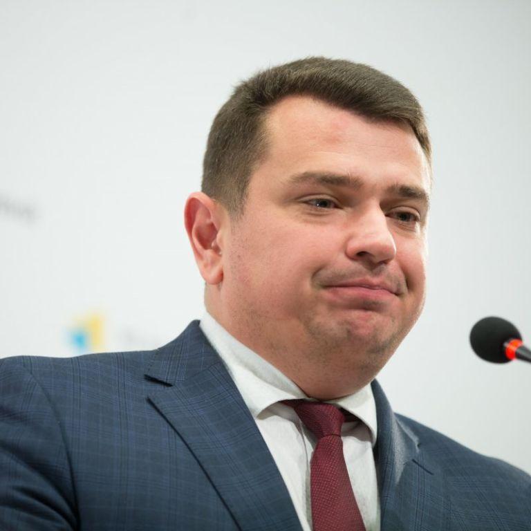Коррупционный скандал с директором НАБУ: семья Сытника продала землю в Крыму и не указала это в декларации
