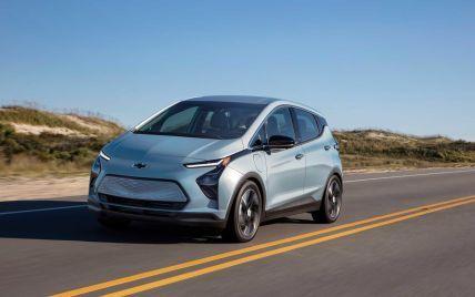 Популярному в мире электрокару начали запрещать парковаться на стоянках: все из-за риска возгорания авто