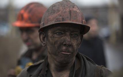 В результате обесточивания под землей остались сотни горняков трех шахт Донбасса