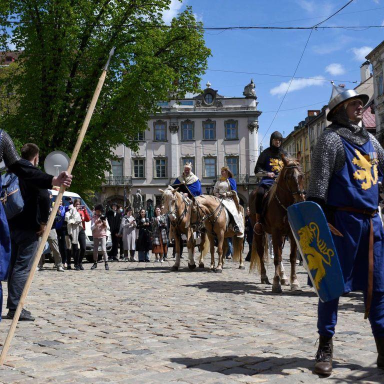 Карантинный день города: Львов отпраздновал день рождения в атмосфере Средневековья с рыцарями и королями