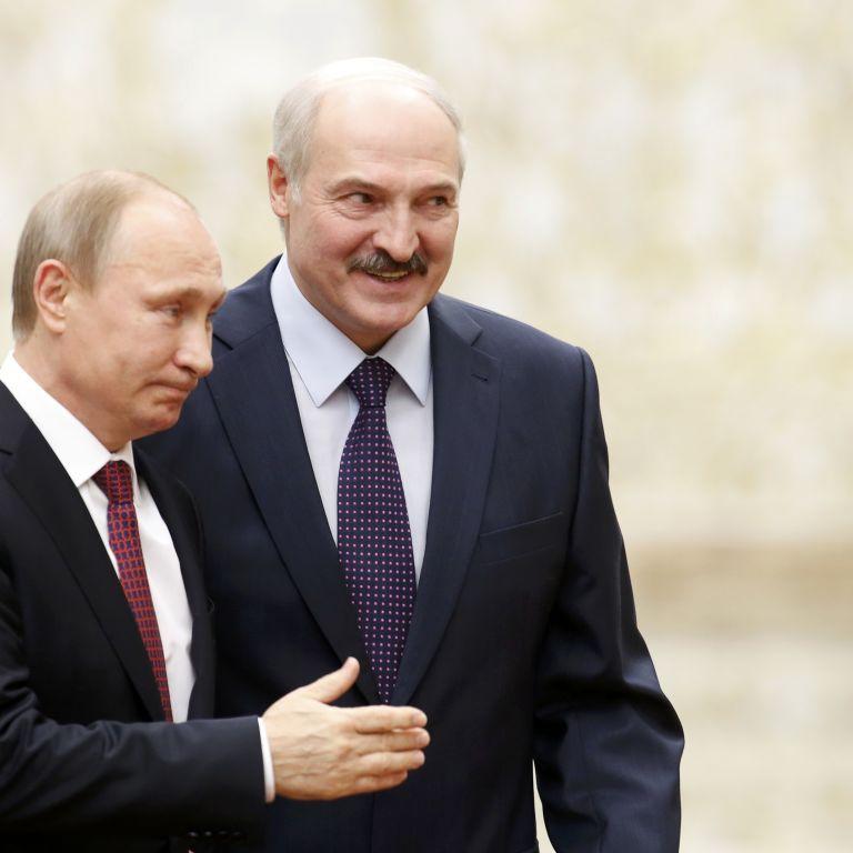 """""""Фейли"""" мінських переговорів: стілець і ручка Путіна та гавкаючий журналіст"""