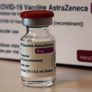 """В компании AstraZeneca заявили, что их вакцина эффективна против штамма коронавируса """"Дельта"""""""