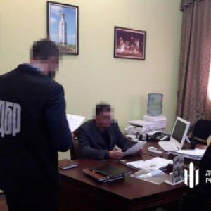 Побив і стріляв в голову: полковник поліції Сумщини намагався вбити єгеря