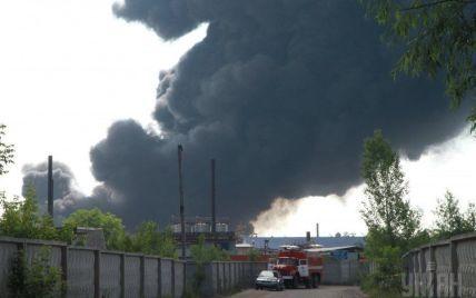 """В """"БРСМ-Нафта"""" уверяют, что пожарникам нечем было тушить огонь на нефтебазе"""