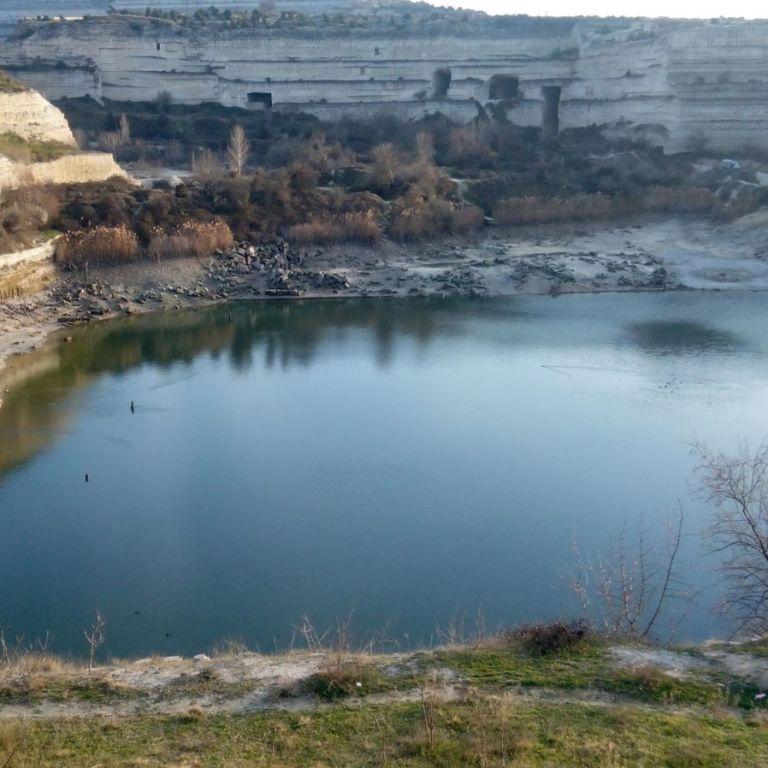 Оккупационные власти в Крыму выкачали почти всю воду из озера в карьере Инкермана