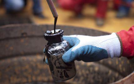 На Різдво ціни на нафту побили попередній рекорд мінімуму