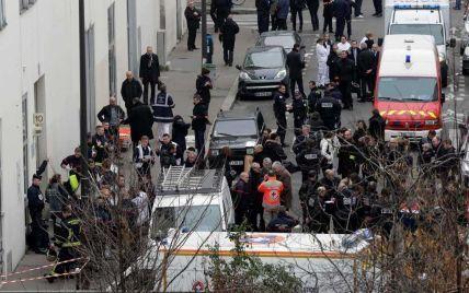Теракт у Франції вчинили три людини, їх розшукують