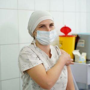 В Киевской области вакцинировали первого врача: она рассказала, как это было (фото)