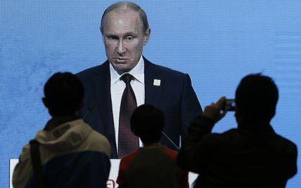 """Путин уверяет, что его каналы """"самостоятельно"""" вещают кремлевскую пропаганду"""