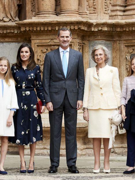 Королева Летиція, король Філіп VI, королева Софія і принцеса Леонор на Великодній службі / © Getty Images