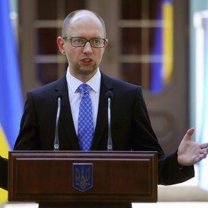 Украина останется надежным транзитером газа в Европу - Яценюк