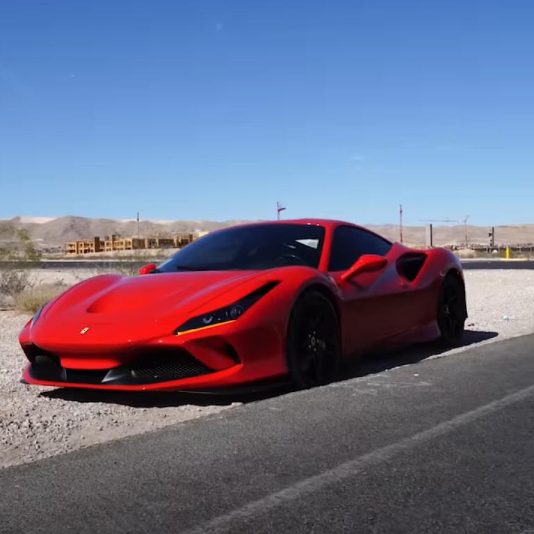 В Лас-Вегасе мужчина разбил арендный суперкар Ferrari сразу после начала поездки