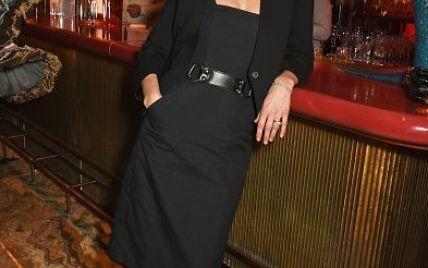 Белый порошок на черном платье: Кейт Мосс сходила на вечеринку