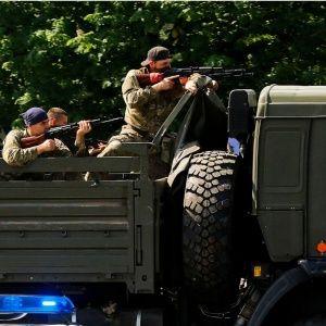 """Терористи в Слов'янську знову прикриваються """"живим щитом"""", щоб зганьбити сили АТО"""