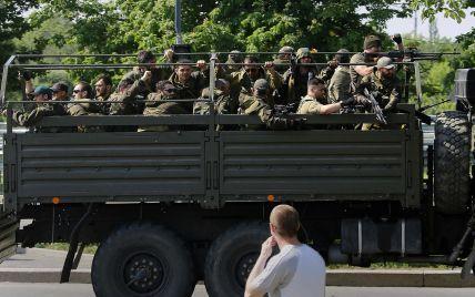 У Луганську область приїхало п'ять БТРів і 20 вантажівок із терористами з Росії - очевидці