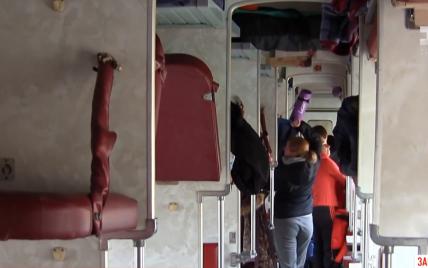 С поезда в больницу: как чувствует себя пенсионерка после падения на нее полки с пассажиром
