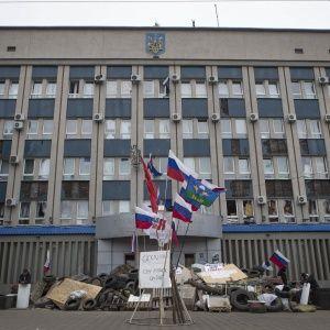 На Луганщині відключили українські канали, а телевежу заблокували блокпостами