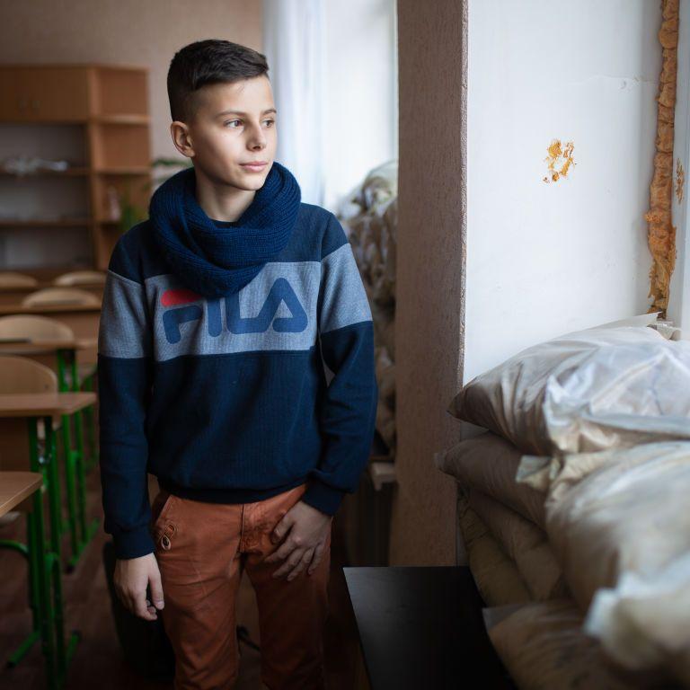 Через війну на Донбасі діти та вчителі в 3500 закладах освіти майже щодня стикаються з небезпеками — ЮНІСЕФ