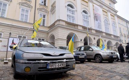 """Порошенко підписав закони про розмитнення """"євроблях"""""""