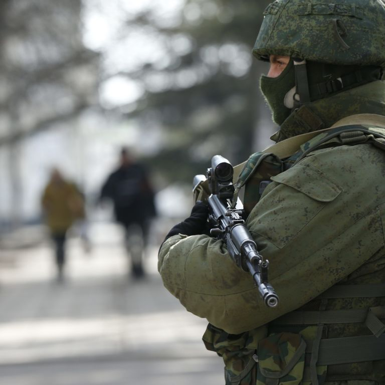 Россия сосредоточила в Крыму уже 15 тысяч военных