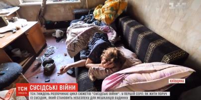 Ходит обнаженная, зажигает костер и балуется с газом: на Киевщине неуравновешенная женщина держит в страхе весь подъезд дома