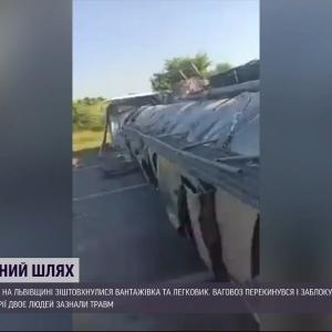 Масштабное ДТП с перевернутым грузовиком на трассе Киев-Чоп: водитель одного из автомобилей погиб, подробности