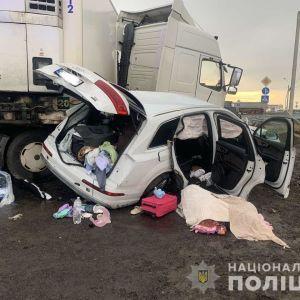 """Не пропустив вантажівку: подробиці загибелі """"свободівця"""", його дружини і 6-річної доньки (фото, відео)"""