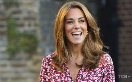 И не скажешь, что герцогиня: Кейт Миддлтон сфотографировали с детьми в магазине