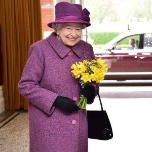 Королева Елизавета II отправила букеты нарциссов сотрудникам здравоохранения