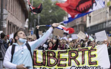 """""""Последняя капля"""": более 100 тысяч человек вышли на протесты против COVID-вакцинации во Франции"""