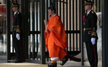 Брат императора Японии провозглашен первым в очереди на трон