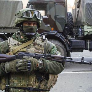 Террористы обстреляли жилой дом в Новолуганском, трое бойцов ООС ранены