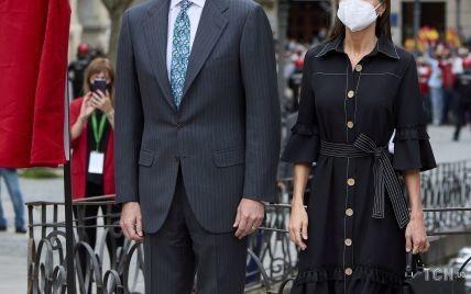 Королева Летиция в черном платье, а король Филипп с цветочным галстуком: королевский выход пары