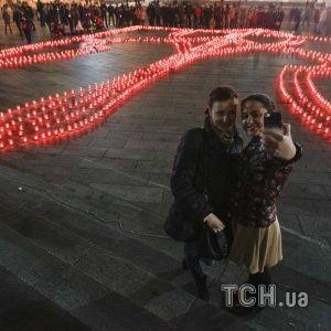 В 22 містах України одночасно виклали тризуб із свічок, щоб підтримати учасників АТО