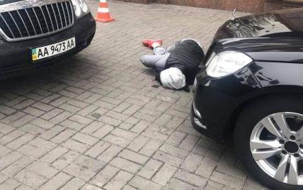 Появилось фото предполагаемого убийцы Вороненкова в центре Киева