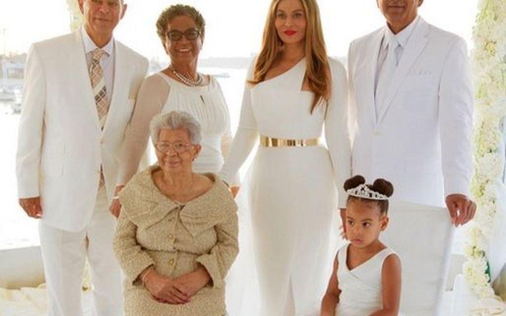 Бейонсе показала фото со свадьбы мамы / © beyonce.com