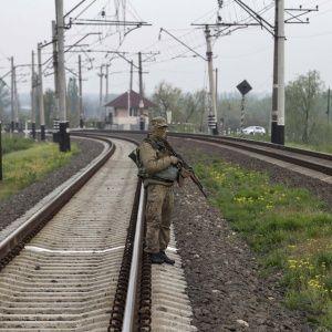 На Донетчине террористы подорвали участок железной дороги