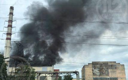 Поднимаются черные клубы дыма: на Бурштынской ТЭС в Ивано-Франковской области возник пожар (фото)
