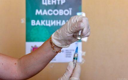 На роботу лише після щеплення: у МОЗ попередили українців про можливу обов'язкову вакцинацію від COVID-19