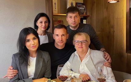 Із мамою та сестрою: Шевченко потішив шанувальників світлиною в сімейному колі