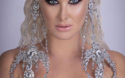 В ярком платье с сексуальным декольте: Екатерина Бужинская в эффектном образе выступила на концерте