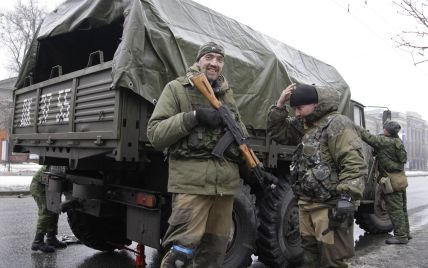Найзапекліші бої тривають біля Дебальцевого та Вуглегірська, бойовики стягують танки і бронетехніку