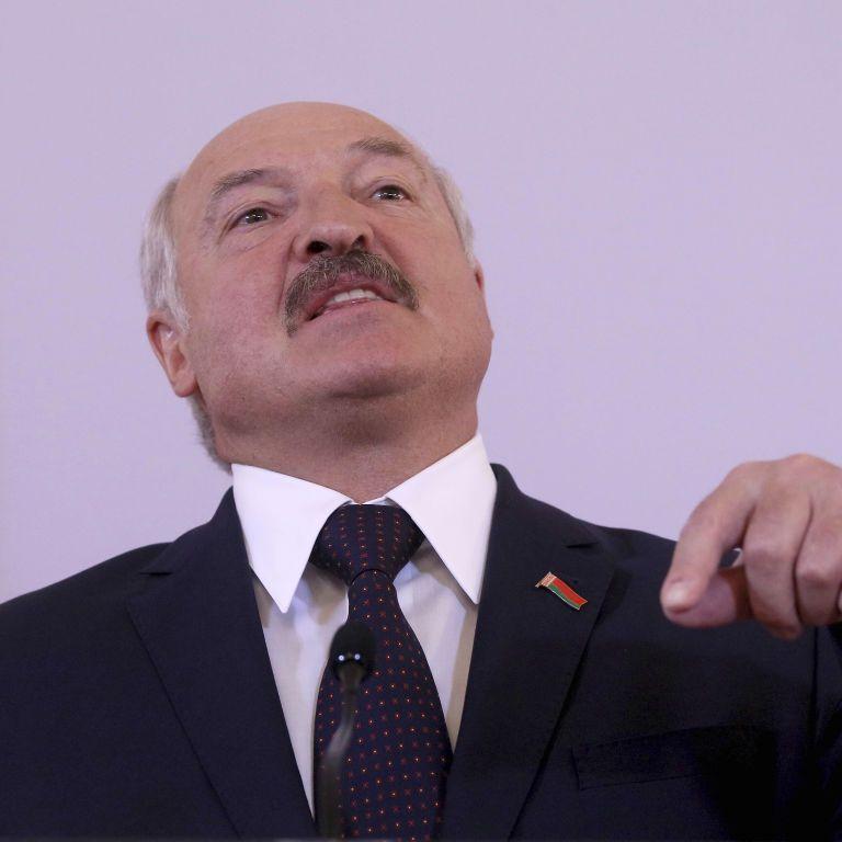 """""""Правильно було б зібратися в Мінську"""": Лукашенко запросив Зеленського і Путіна на парад Перемоги"""