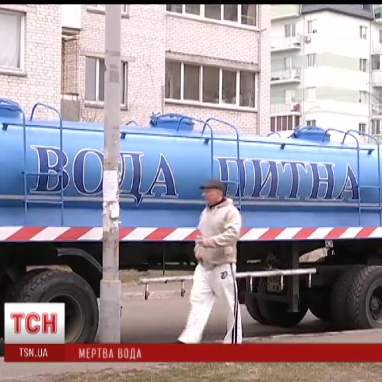 Жители Бортничей говорят, что у них из кранов течет вода с кишечной палочкой