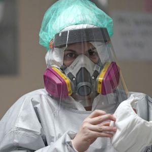"""В США зафиксировали """"индийский"""" штамм коронавируса с двойной мутацией: что известно"""