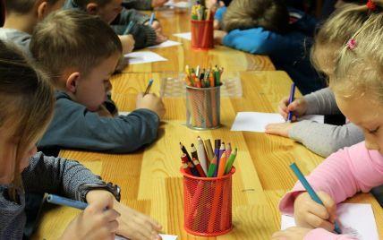 Можно ли детям с насморком и кашлем посещать сад и школу: в Минздраве объяснили
