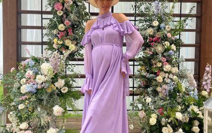 Подчеркнула живот красивым платьем: Катя Осадчая на съемках